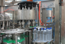 12000瓶每小时纯净水灌裝机(三合一灌装机)